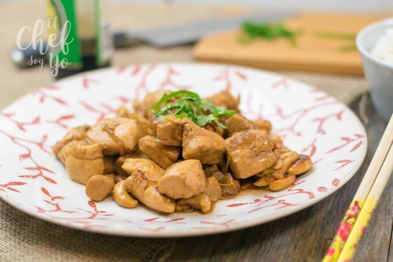 Pollo con anacardos estilo oriental
