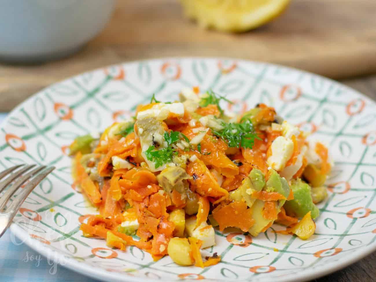 Ensalada de zanahoria, aguacate y feta