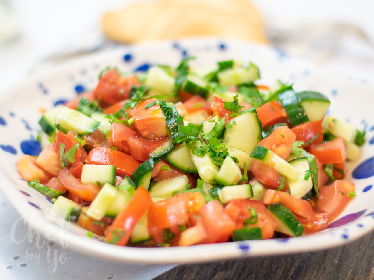 Ensalada mediterránea de pepino y tomate