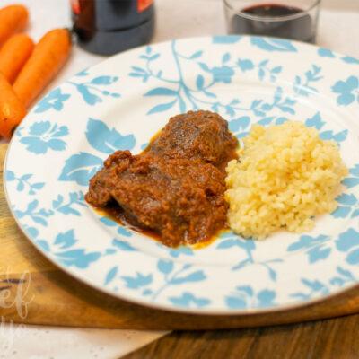 Carrilleras con salsa de zanahoria y vino
