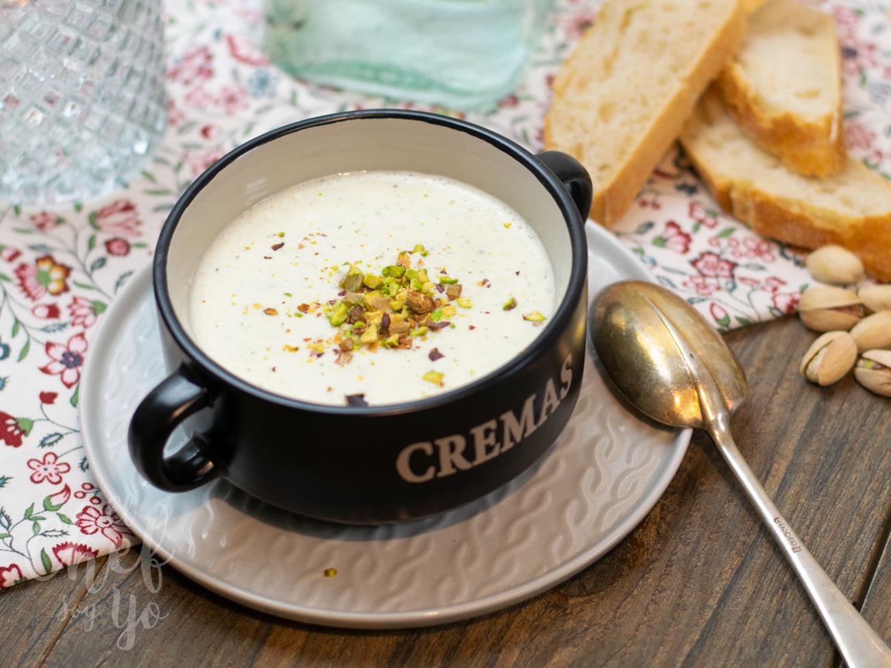 Tarator con pistachos (sopa fría de pepino)